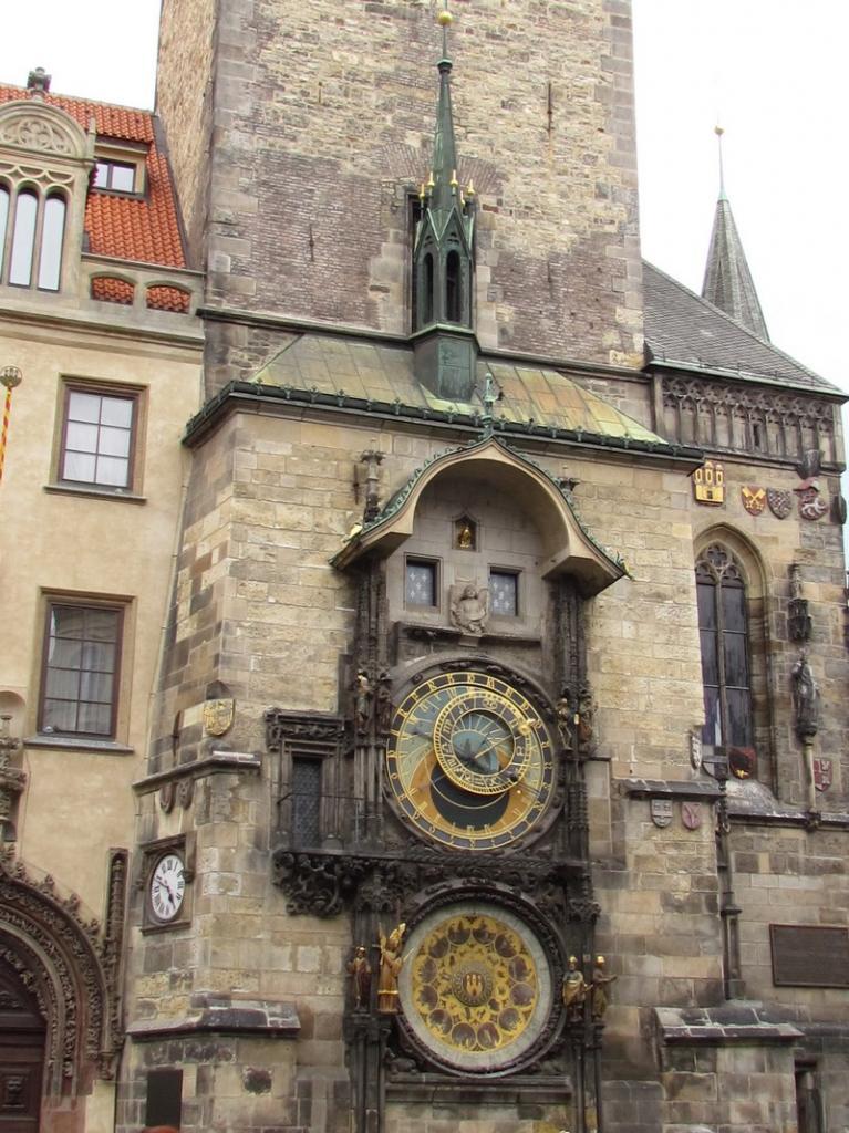 PRAGUE l'horloge