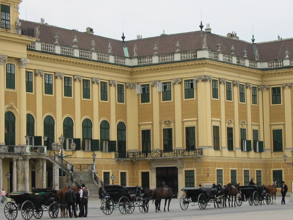 VIENNE Schönbrunn  fiacres