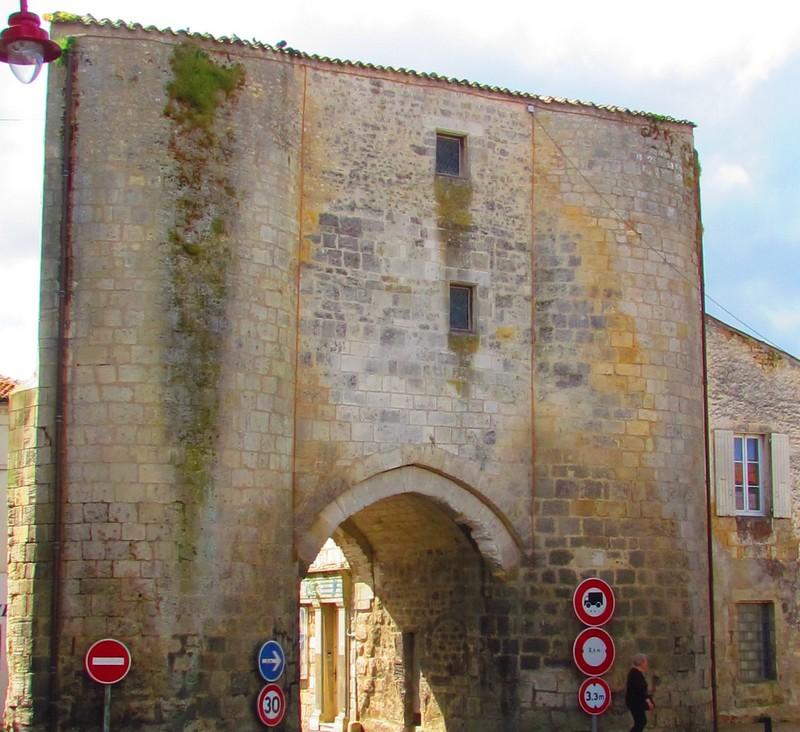 020 Pont l' Abbé d' Arnoult