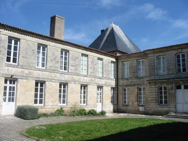 029 Rochefort cour Cheusses