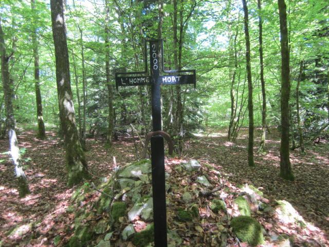09 homme mort croix