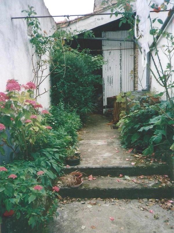 Cour en 1999